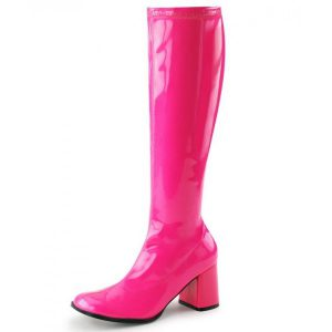 Dreamlike patent leather boots in UV-pink